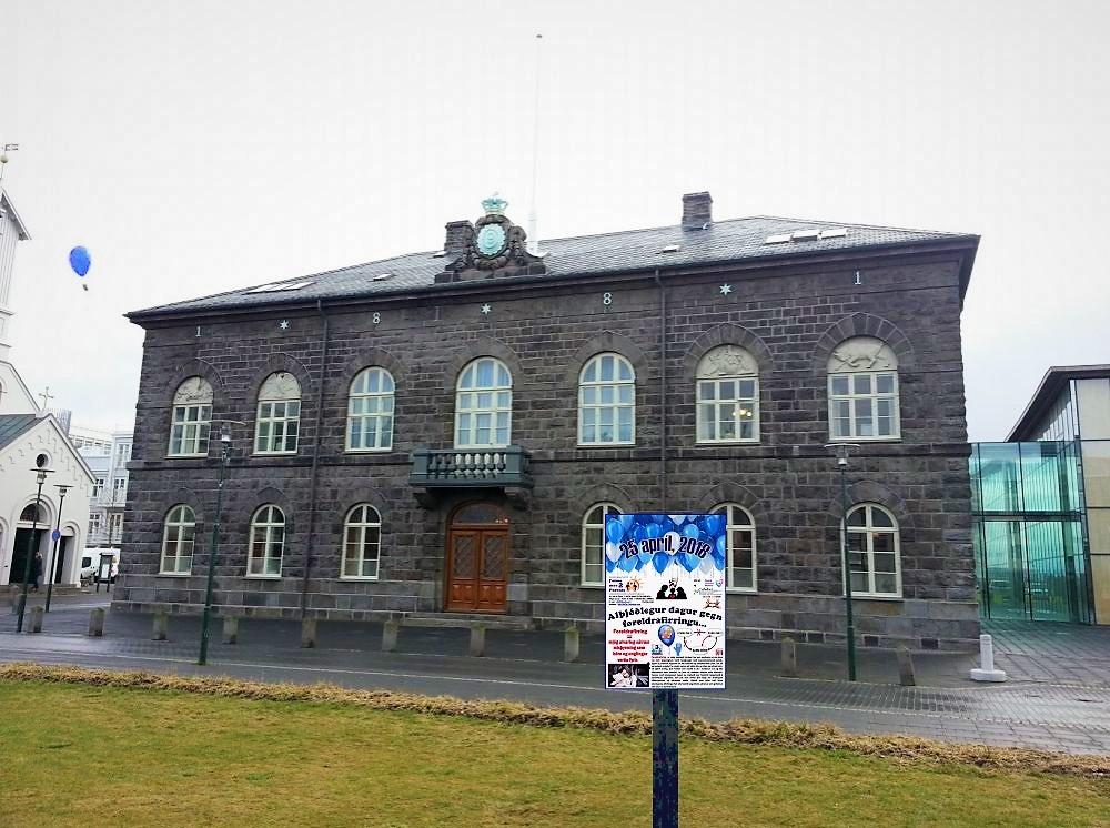 Austurvollur square 239148