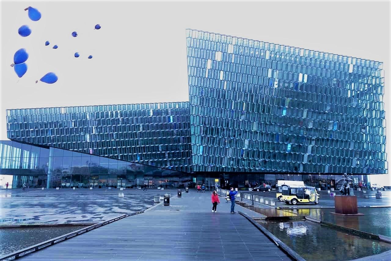 Island reykjavik sehenswurdigkeiten konzerthalle au en mit fassade von olafur eliasson